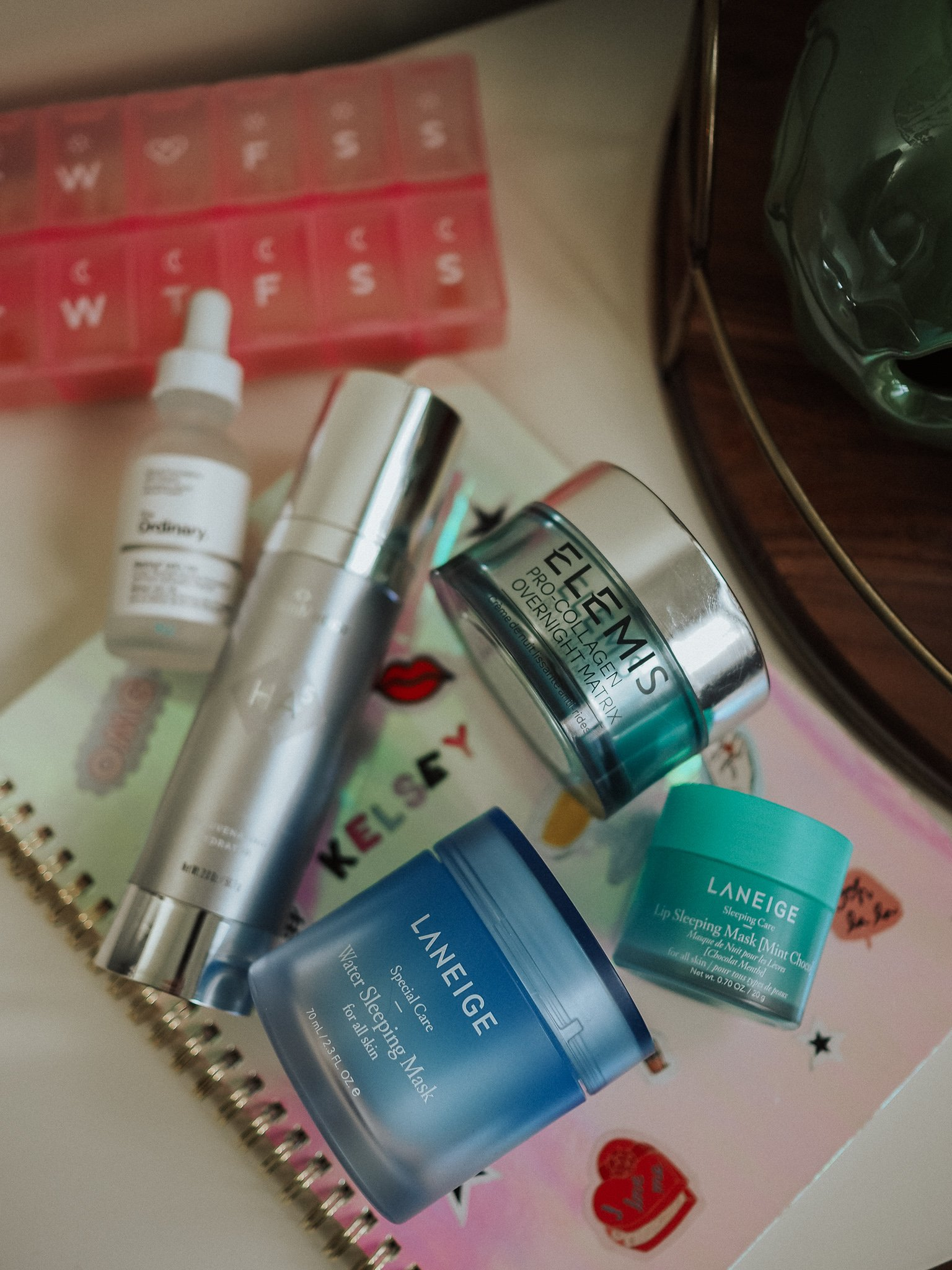 Lifestyle blogger Kelsey Boyanzhu of Blondes and Bagels outlines the best beauty products for dry skin.